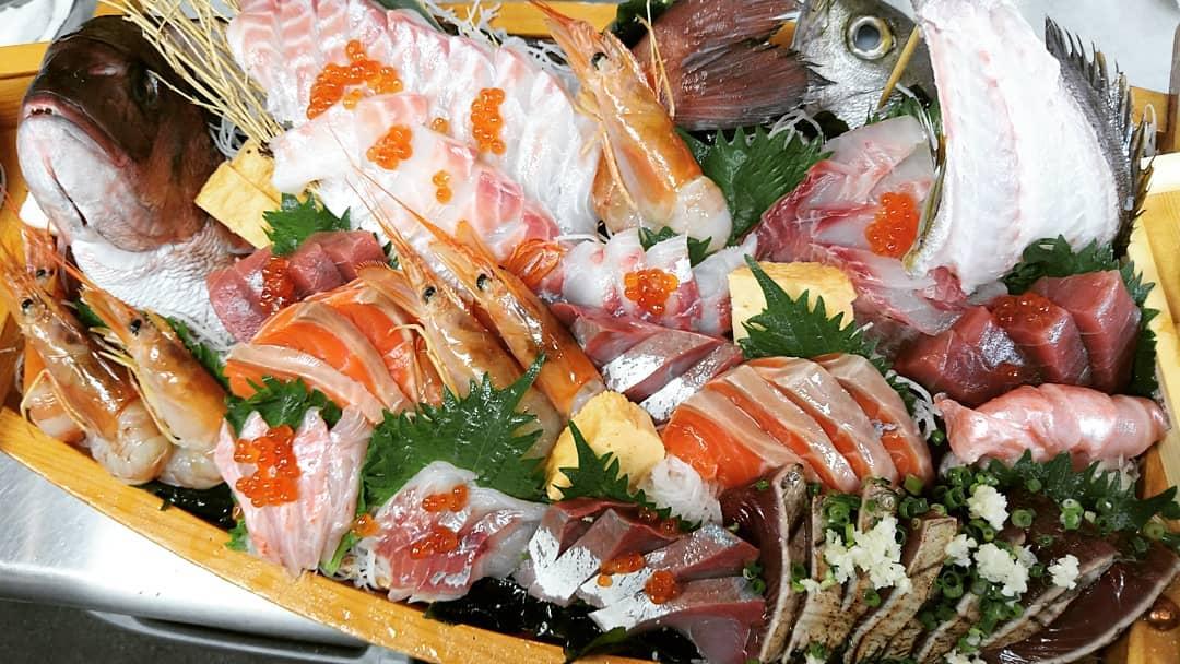 えんがわ特製舟盛り人気です♪  ご予約頂ければ用意致します(^o^)  2.3日前までにご予約下さい! 予約の際、食べれない魚、貝などあったら教えて下さい!  誕生日やお祝い事などでの ご注文が多いです♪  0485774062 バイト募集♪  2、3時間の短時間出勤 ダブルワークか 気になる方は メッセージかTELして下さい。  #熊谷テイクアウト #お宮参り にハマる #